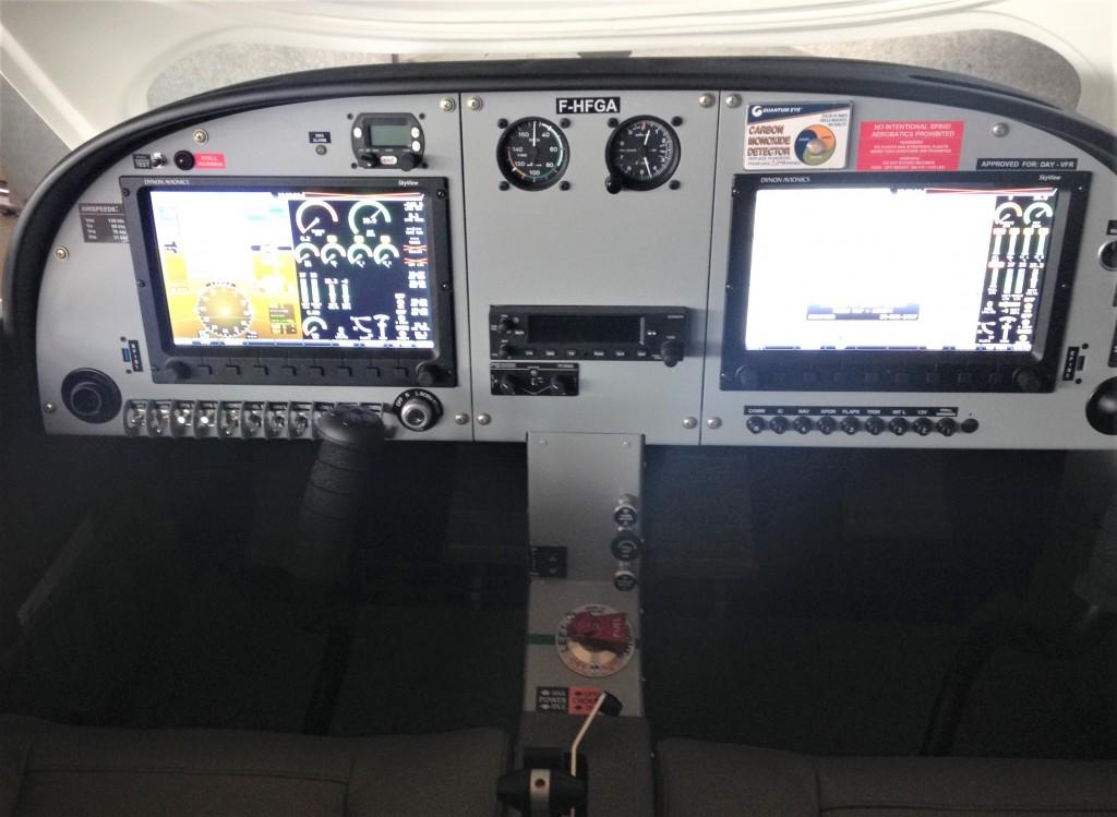 cockpitp28-3